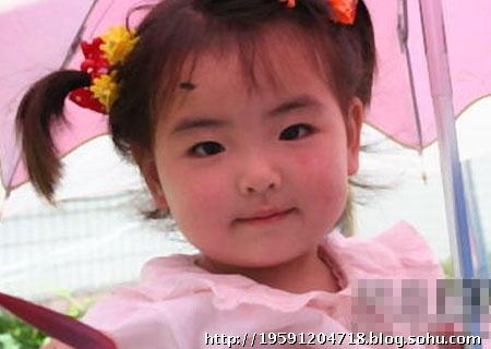 温总理给让路的小女孩最新可爱照