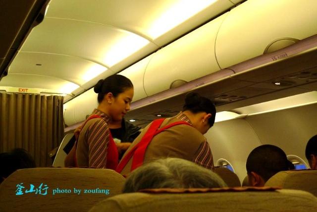 乘坐韩亚航空OZ315次航班抵达釜山金海国际机场已经是晚上8点多了
