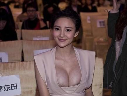 刘雨欣低胸素颜生活照曝光