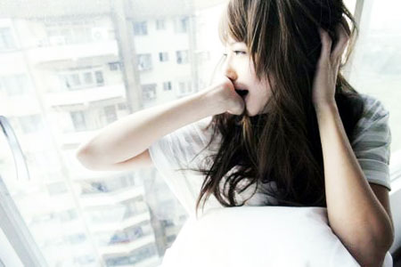 她哭得很伤心`` 听了,我的眼泪都在眼睛里打圈-我们要幸福