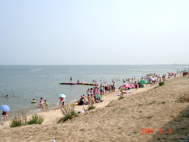 仙人岛海滨浴场位于盖州市九垄地镇,北起