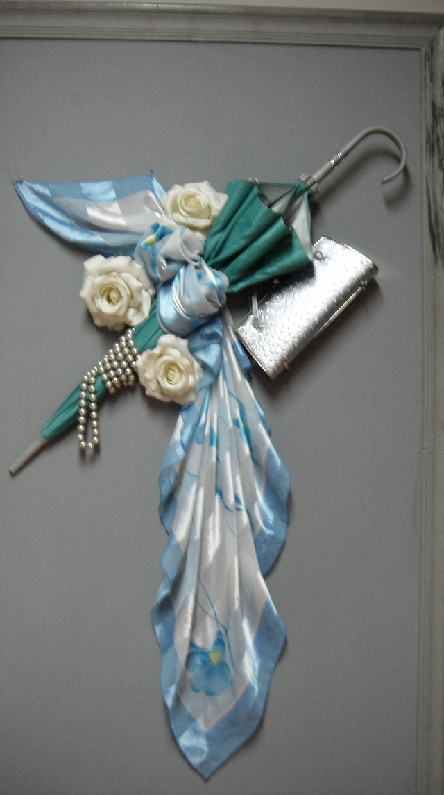 2008年7月20瑞士技法 壁面展示丝巾 包 饰品图片