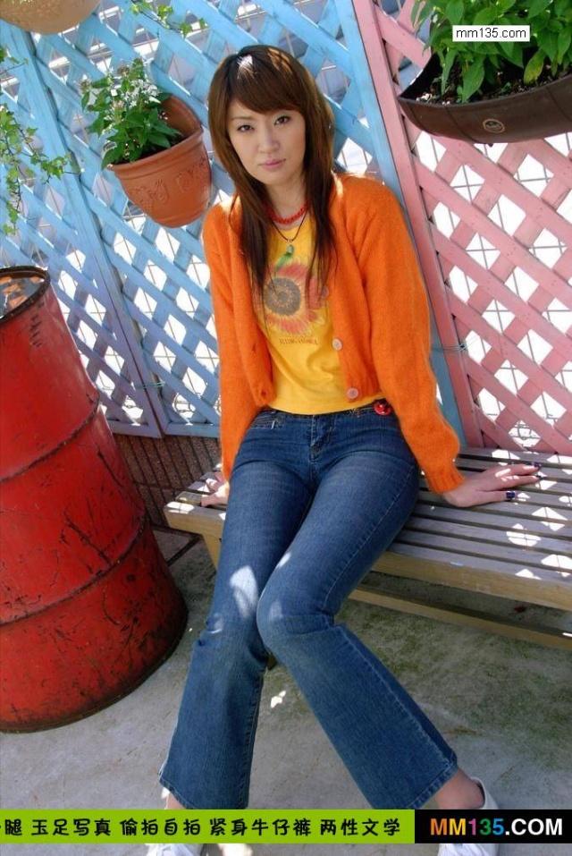 首发性感橙衣紧身牛仔裤美女写真