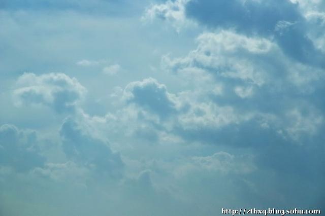 彩铅手绘背景云朵