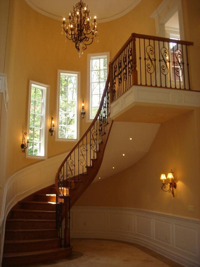 室内转角楼梯,为橡木材质.