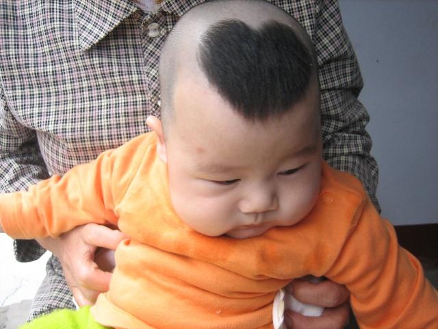宝宝的头发加起来也