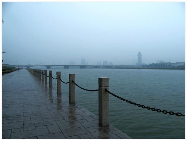 细雨中风景图片