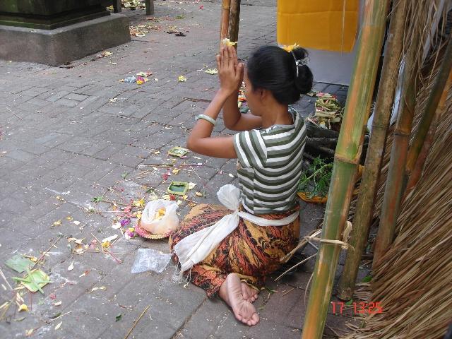文化/教育 > 游巴厘岛         印尼虽是一个发展中国家,但巴厘岛居民