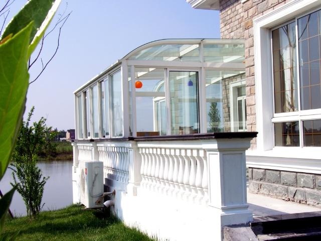 建造玻璃房 阳光屋 玻璃屋阳光透气使人心情舒畅