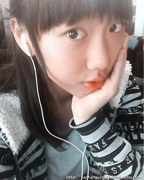 闫妮13岁漂亮女儿自拍美照曝光(组图)