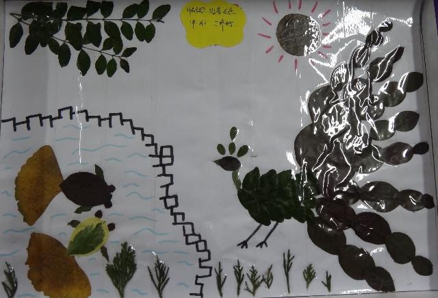 (中班)树叶粘贴画-孔雀观鱼