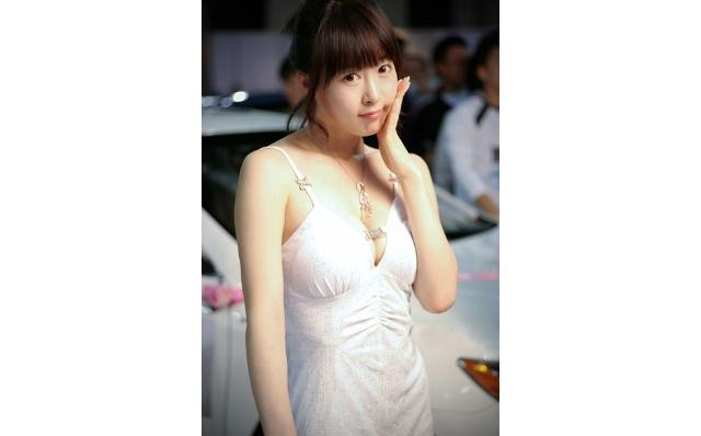 韩国可爱车模李佳娜