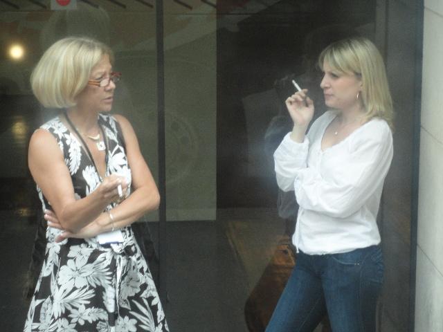 法国美女抽烟图
